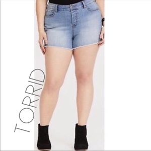 NWT Torrid high rise fray jean denim short 26 4X